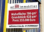 Immobilienschilder zur Befestigung am Gebäude vom Makler aus Trier